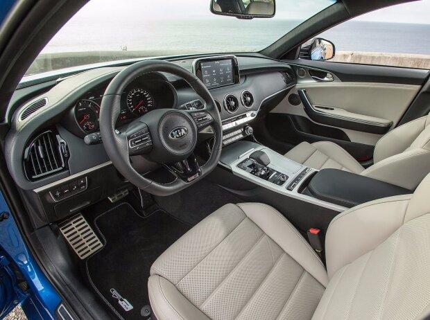 Innenraum und Cockpit des Kia Stinger 2018