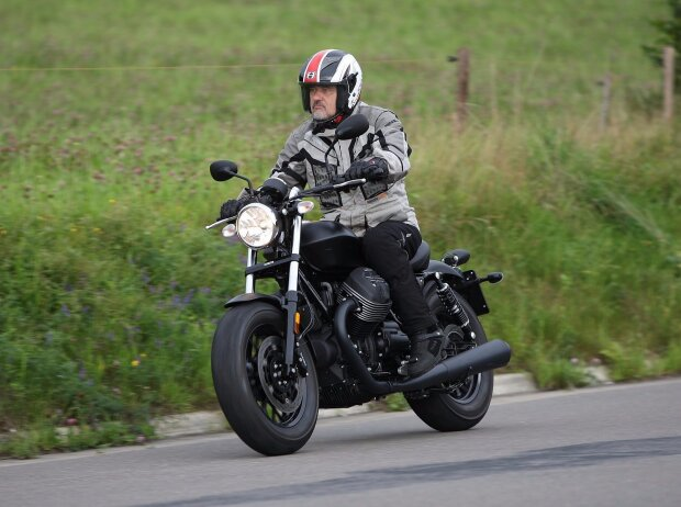 Moto Guzzi V9 Bobber 2017