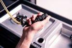 Land Rover Discovery von Starkoch Jamie Oliver: Öl- und Essigspender im Stil des Blinkerhebels