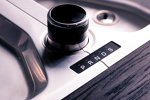Land Rover Discovery von Starkoch Jamie Oliver: Pfeffer- und Salzmühle (P und S) im Stil des Land-Rover-Wählhebels