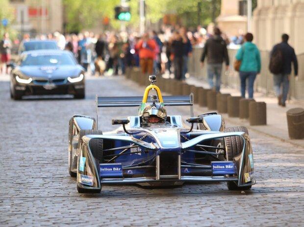 Eliseo Salazar bei Demorunden mit Formel-E-Auto in Santiago de Chile