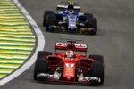 Sebastian Vettel (Ferrari) und Pascal Wehrlein (Sauber)