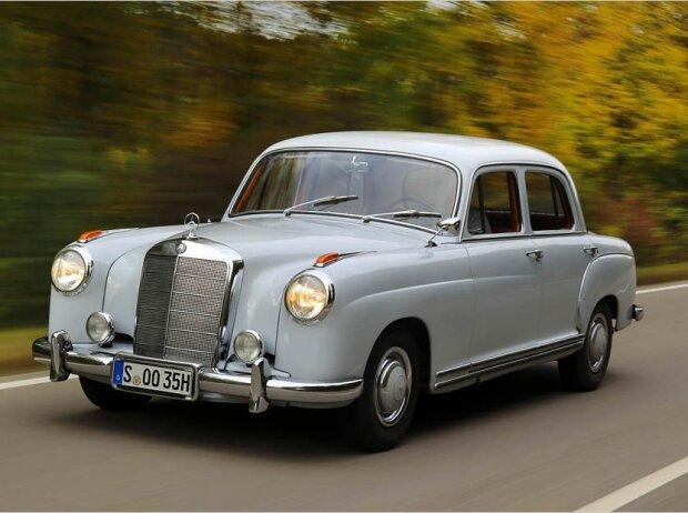 Zeitreise in die Adenauer-Ära: Unterwegs im Mercedes 220 von 1955