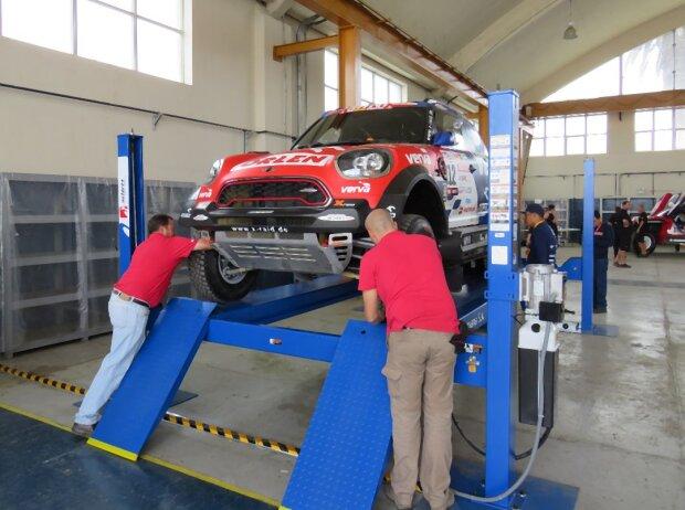 Die technische Abnahme ist bei 337 Fahrzeugen ein großer Aufwand