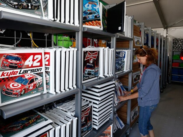 NASCAR Trackside-Superstorevon Fanatics
