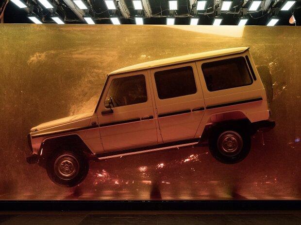 """Spektakuläre Installation zur Weltpremiere der neuen G-Klasse in Detroit: """"Stronger Than Time"""": 1979er G-Klasse in Bernstein gegossen"""