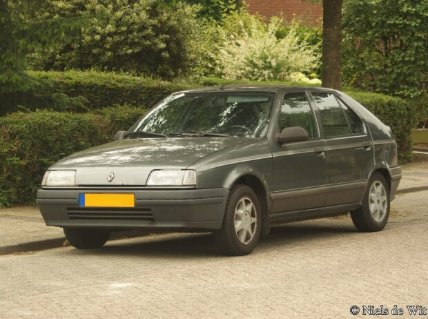 Renault 19 (1988-1997), von Niels de Wit from Lunteren, The Netherlands (1989 Renault 19 GTS) [CC BY 2.0 (http://creativecommons.org/licenses/by/2.0)], via Wikimedia Commons