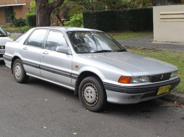 Mitsubishi Galant HG SE (1989-1993), von Jeremy from Sydney, Australia (Mitsubishi Galant HG SE) [CC BY 2.0 (http://creativecommons.org/licenses/by/2.0)], via Wikimedia Commons