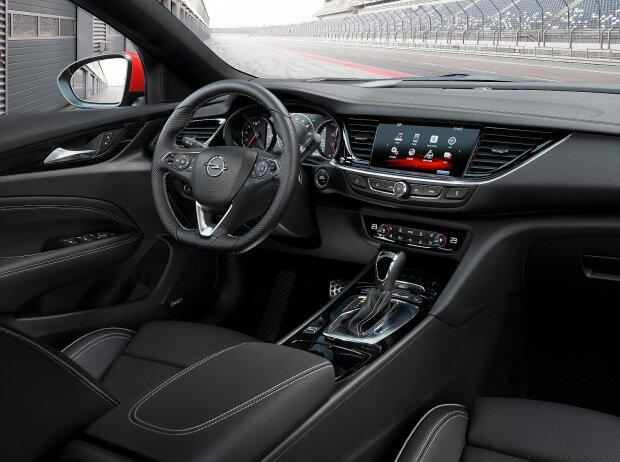 Cockpit des Opel Insignia GSi 2018