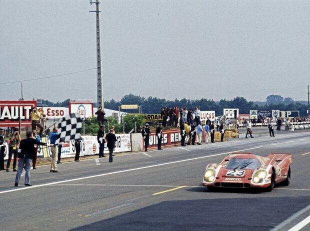Le Mans 1970: Hans Herrmann und Richard Attwood holen im Porsche 917 KH Coupé den Gesamtsieg