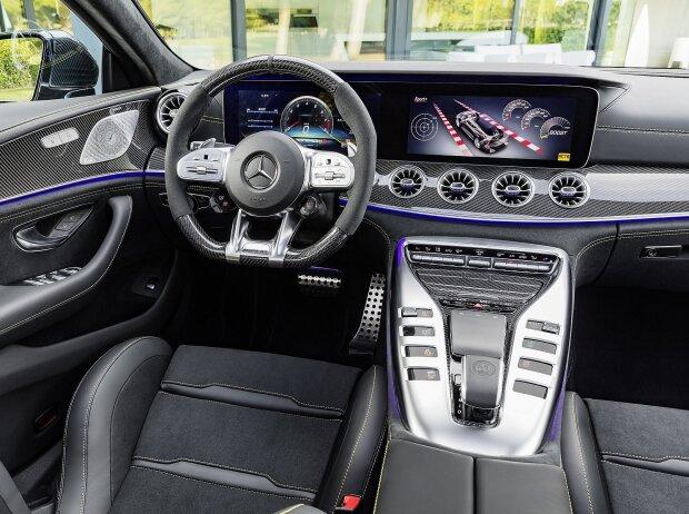 Cockpit des Mercedes-AMG GT 63 S 4Matic+ 4-Türer Coupé 2018