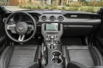 Innenraum und Cockpit des Ford Mustang Convertible 2.3 2018