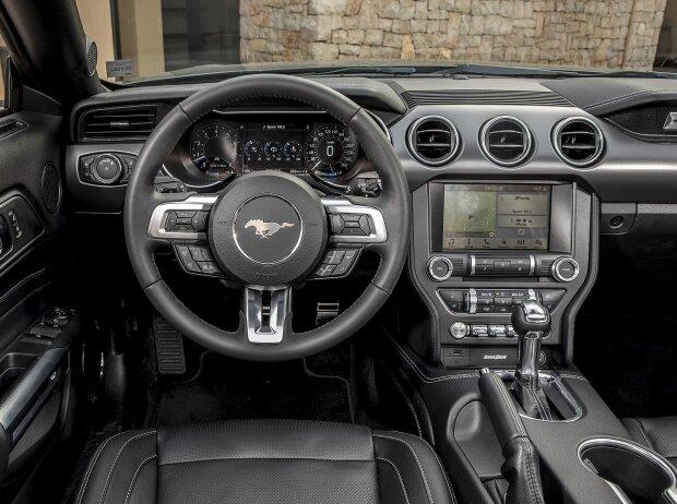 Ford Mustang Cabriolet 2018 Cockpit