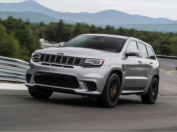 jeep grand cherokee trackhawk 2018 preis das 710 ps suv ist fast ein schn ppchen. Black Bedroom Furniture Sets. Home Design Ideas