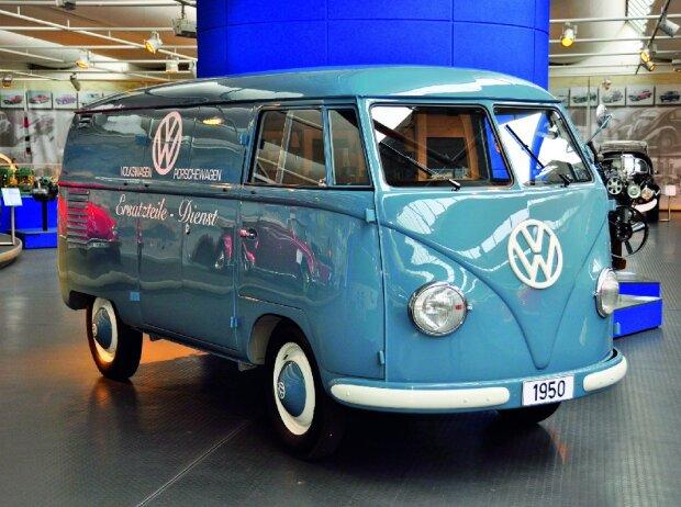 Originalgetreu restaurierter VW Bulli aus dem ersten Baujahr 1950