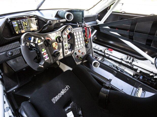 Porsche 911 GT3 R 2019, Cockpit