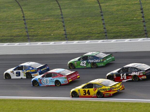 NASCAR Renn-Action auf dem Kansas Speedway