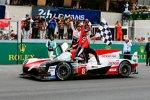 Kazuki Nakajima (Toyota) und Fernando Alonso (Toyota)