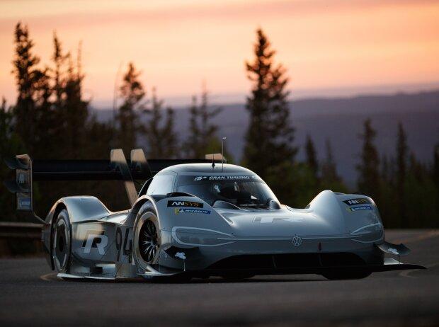 US-Bergrennen Pikes Peak: Volkswagen stellt mit E-Auto neuen Rekord auf