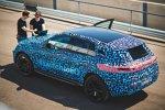 Prototyp des Mercedes-Benz EQC auf Erprobungsfahrt