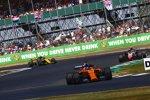 Fernando Alonso (McLaren), Kevin Magnussen (Haas) und Carlos Sainz (Renault)