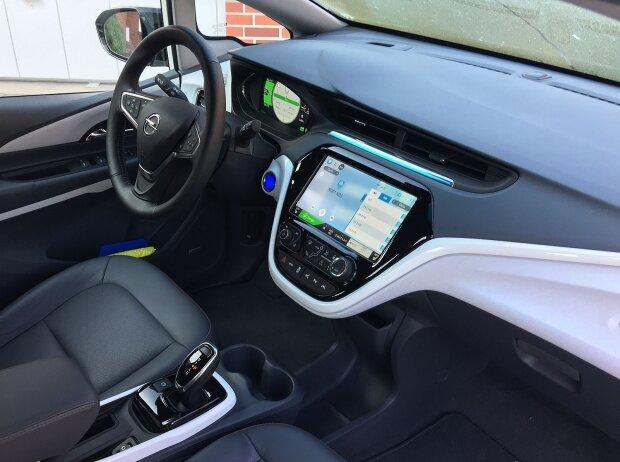 Innenraum und Cockpit des Opel Ampera-e 2018