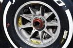 Radmutter und Felge bei Ferrari