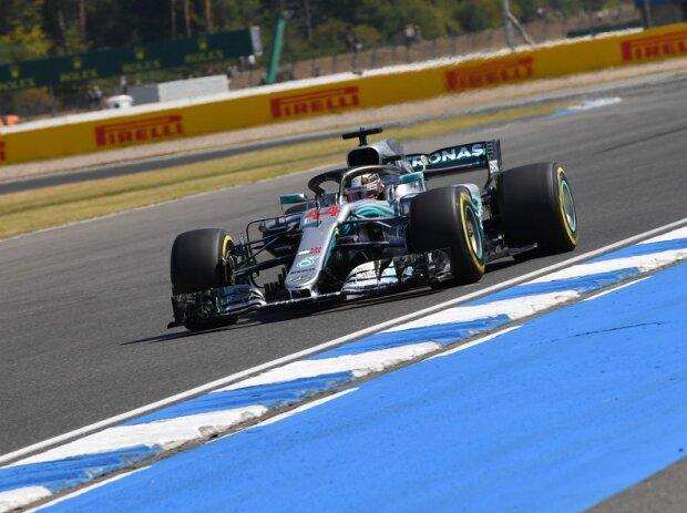 Hamilton holt Sieg und WM-Führung, Vettel landet in der Bande