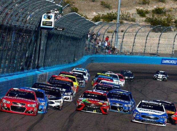 NASCAR-Restart in Phoenix 2017
