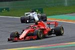 Kimi Räikkönen (Ferrari) und Marcus Ericsson (Sauber)