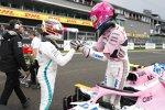 Esteban Ocon (Racing Point) und Lewis Hamilton (Mercedes)