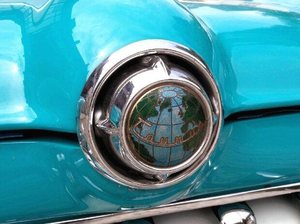 Ford Taunus 15M de Luxe (1957): Die Weltkugel auf der Haube verlieh der Taunus-Baureihe bis 1959 ihren volkstümlichen Namen