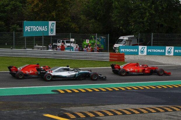 Kimi Räikkönen Sebastian Vettel Lewis Hamilton Ferrari Scuderia Ferrari F1Mercedes Mercedes AMG Petronas Motorsport F1 ~Kimi Räikkönen (Ferrari), Sebastian Vettel (Ferrari) und Lewis Hamilton (Mercedes) ~