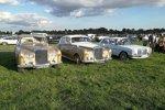 Natürlich reist man in England stilgerecht im Rolls-Royce zum Oldtimer-Treffen an.