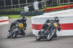 Auch Motorräder duellieren sich in Goodwood. BMW etwa brachte einige R 57 Kompressor an den Start.
