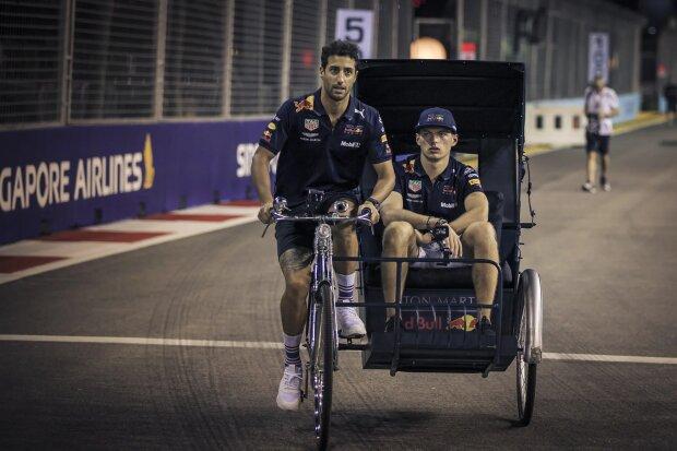 Daniel Ricciardo Max Verstappen Red Bull Aston Martin Red Bull Racing F1 ~Daniel Ricciardo (Red Bull) und Max Verstappen (Red Bull) ~