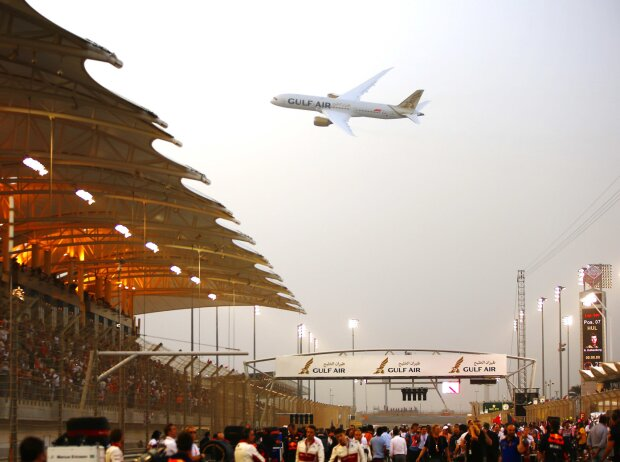 Boeing 747 über dem Bahrain International Circuit