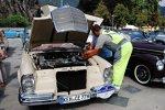 ADAC Europa Classic 2018: Ein Gelber Engel hilft dem Mercedes Benz 220 SE b Cabriolet (W111/3) von 1962 auf die Sprünge