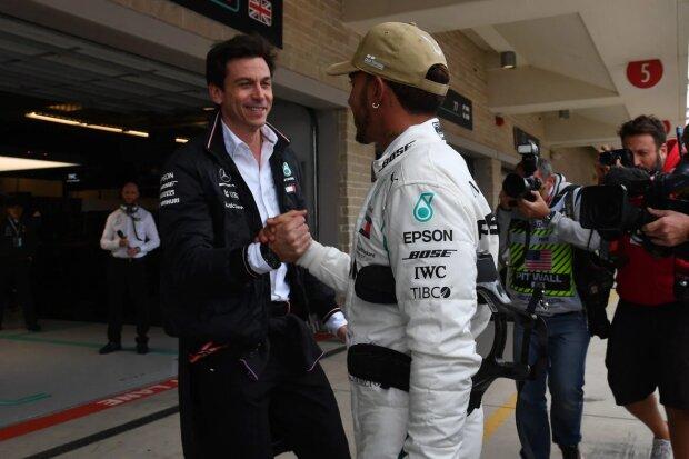 Lewis Hamilton Toto Wolff Mercedes Mercedes AMG Petronas Motorsport F1 ~Lewis Hamilton (Mercedes) und Toto Wolff ~