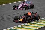 Sergio Perez (Racing Point) und Daniel Ricciardo (Red Bull)