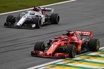 Sebastian Vettel (Ferrari) und Marcus Ericsson (Sauber)