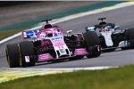 Sergio Perez (Racing Point) und Lewis Hamilton (Mercedes)