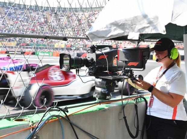 Kamerafrau bei der Formel 1