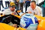 Jimmie Johnson, Fernando Alonso (McLaren) und Zak Brown