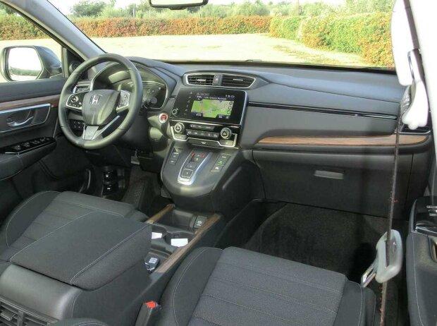 Innenraum und Cockpit des Honda CR-V Hybrid 2019