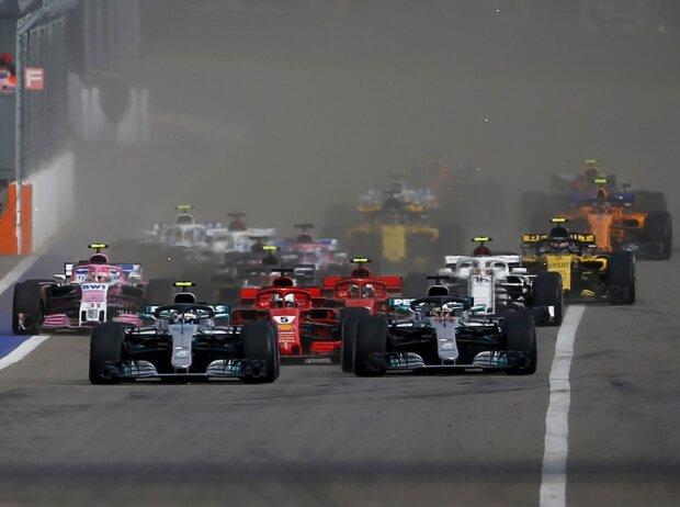 Start zum GP Russland 2018 in Sotschi: Valtteri Bottas (Mercedes) führt