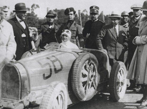 Elisabeth Junek im offenen Bugatti Typ 35B mit Achtzylindermotor, Roots-Kompressor und 140 PS  von 1928