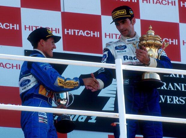 Michael Schumacher und Damon Hill auf dem Podium in Silverstone 1994