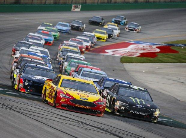 Restart im Quaker State 400 der NASCAR Cup-Saison 2018 auf dem Kentucky Speedway