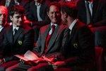 Charles Leclerc und Sebastian Vettel mit John Elkann